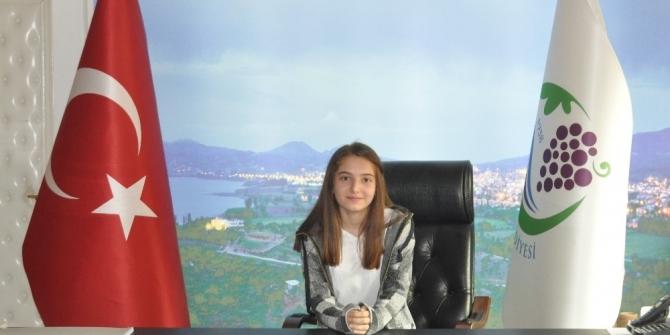 Belediye başkanlığı koltuğuna Esin Kaya oturdu