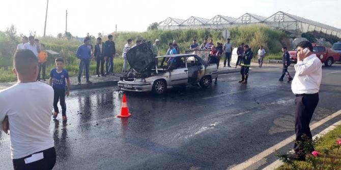 Alev topuna dönen araçtan sürücü son anda kurtuldu