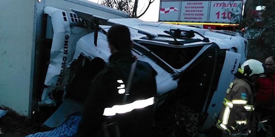 Tır devrildi, sürücüsü hayatını kaybetti