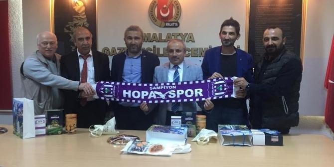 Amatör maç için Malatya'ya gelen gazetecilerden dostluk gezisi