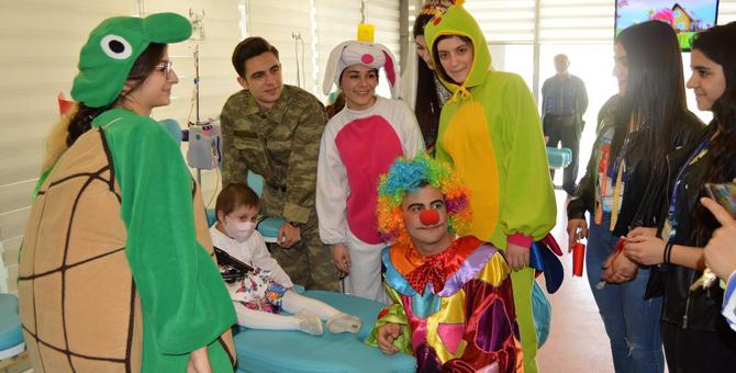 Pendik'te tedavi gören çocuklar hastalıklarını unuttu