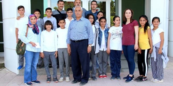 Öğrenciler harçlıklarını Mehmetçiğe bağışladı