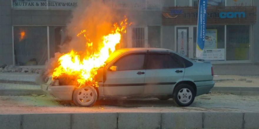 Bursa'da alev alev yanan otomobil korku dolu anlar yaşattı