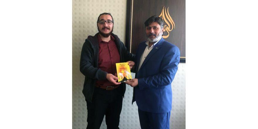 Mehmet Turaççı, kitabının gelirini yetim çocuklara bağışladı