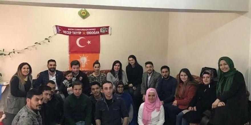 Eskişehir AK Parti Gençlik Kolları mahalle ziyaretlerine devam ediyor