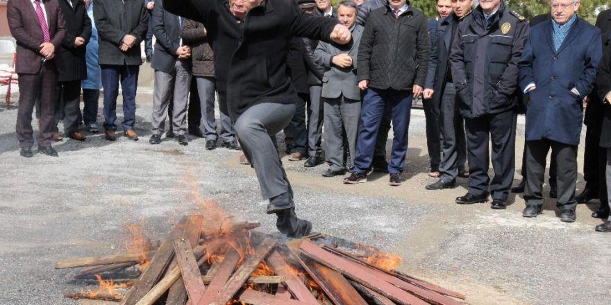 Yozgat'ta Nevruz ateşi yakıldı