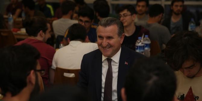 Bakan Osman Aşkın Bak'tan öğrencilere sürpriz ziyaret