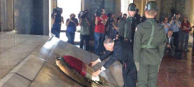 Cumhurbaşkanı Adayı İhsanoğlu Anıtkabir'i ziyaret etti