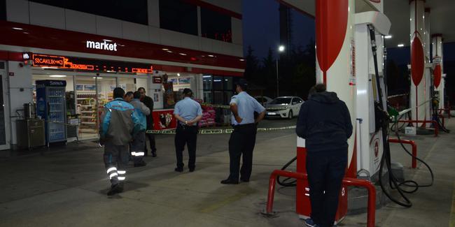 Tuzla'da bir benzin istasyonunda uzun namlulu silahla soygun yaptılar