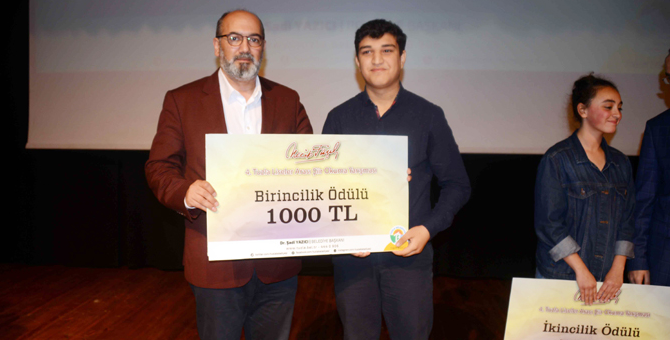 Tuzla Liselerarası Şiir Okuma Yarışması'nda dereceye giren öğrenciler ödüllendirildi