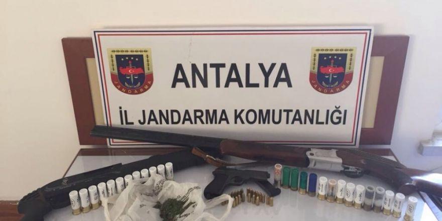 Alanya'da jandarma ruhsatsız silah ele geçirdi