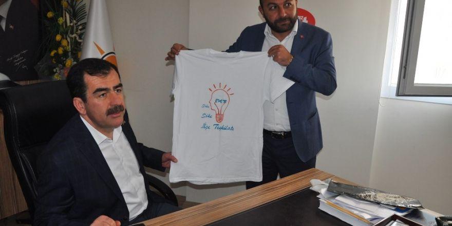 "Söke AK Parti'den Erdem'e ""Söke Söke Evet"" tişörtü"