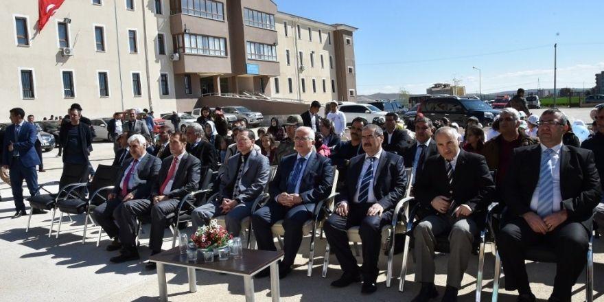 Şanlıurfa Valisi Tuna, engellilerle fidan dikti