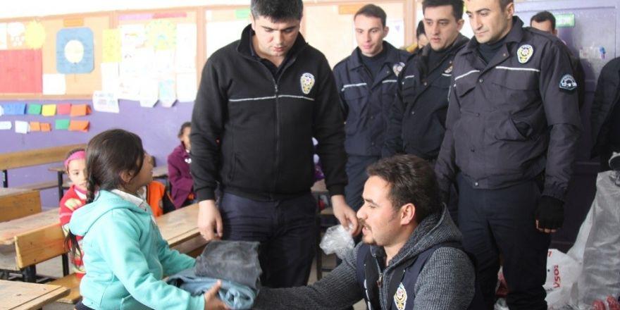 Polisten öğrencilere destek