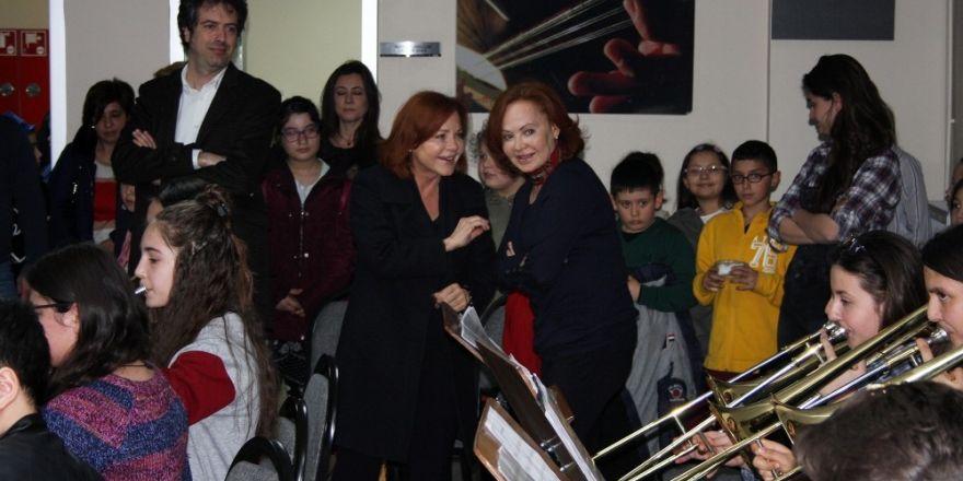 Dünyaca ünlü ikili, harika çocukları ziyaret etti