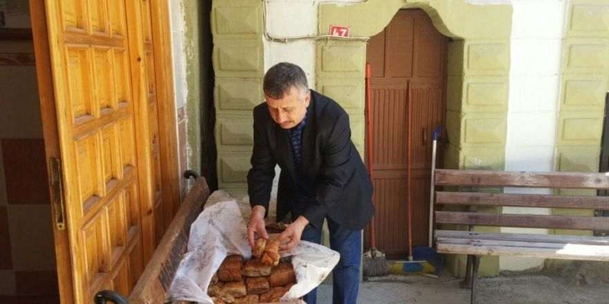 Hisarcık'ta Cuma Namazı sonrası adak geleneği sürüyor
