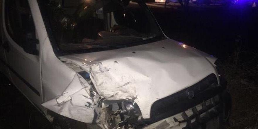 Bozüyük'te otomobil ile kamyonet çarpıştı, 3 yaralı