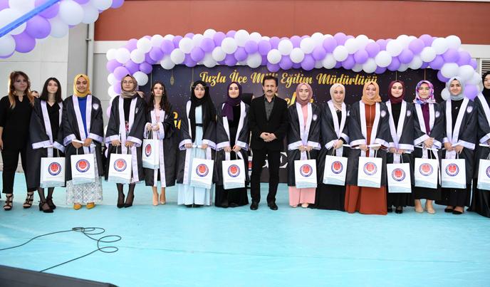 Tuzla Belediyesi mezuniyet iftarları düzenledi