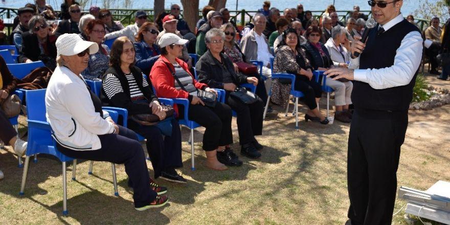 Muratpaşa'da sağlıklı yaşlanma için eğitimler sürüyor