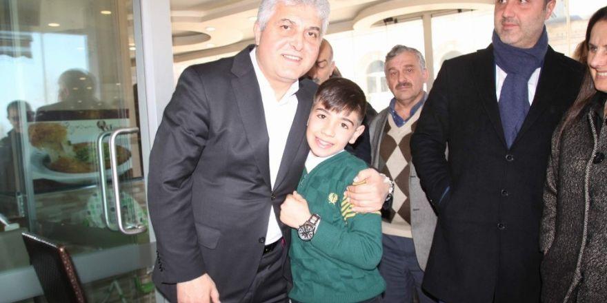 AK Parti Trabzon Milletvekilleri Salih Cora ve Adnan Günnar referandum çalışmalarını sürdürüyor