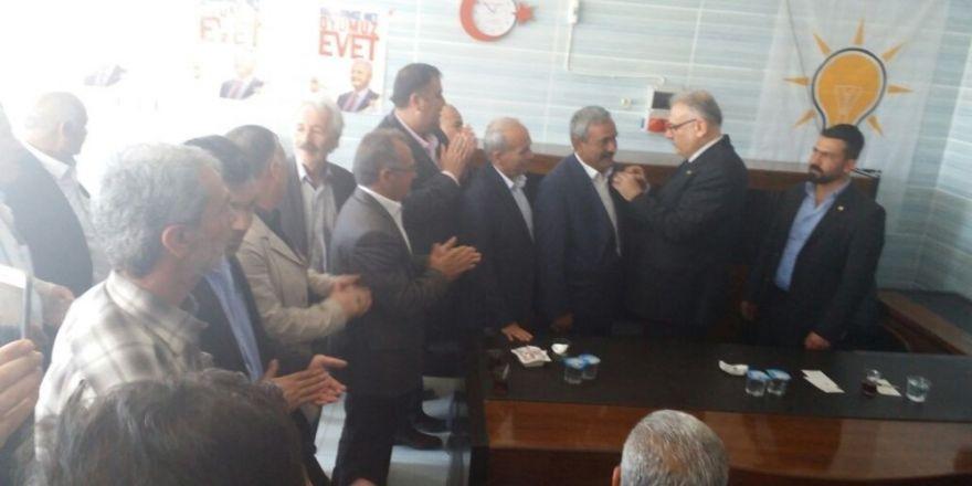 MHP'li meclis üyesi ve HDP'li yöneticiler Ak Parti'ye geçti