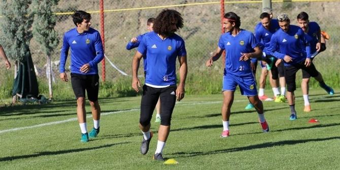 Evkur Yeni Malatyaspor top başı yaptı