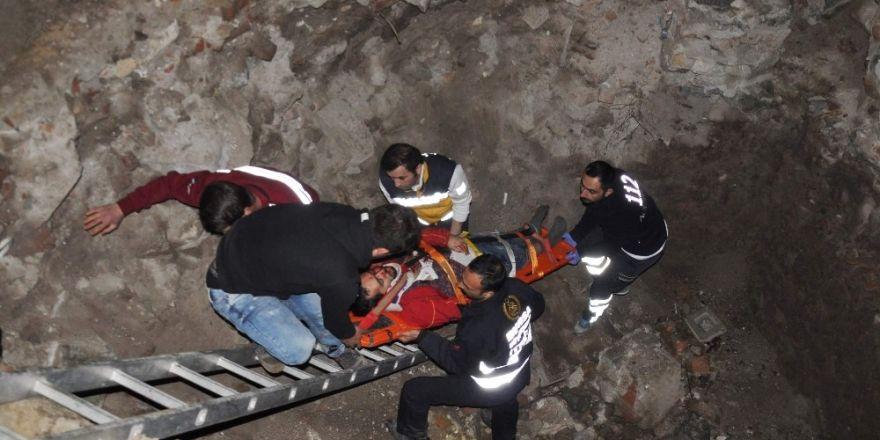 Kestirmeden gitmek isterken inşaat çukuruna düşüp yaralandı