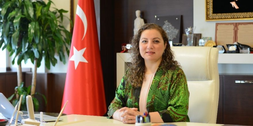 Rektör Çakar Dünya Tiyatrolar gününü kutladı