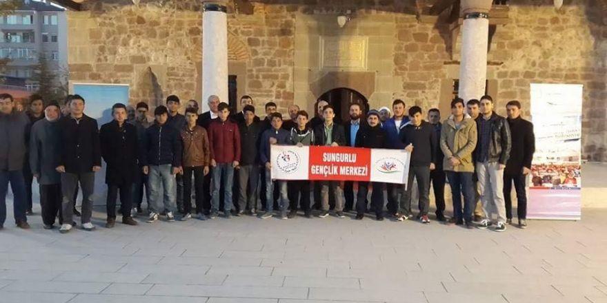 Sungurlu'da gençler sabah namazında buluşu
