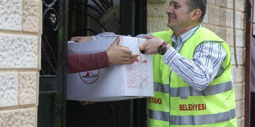 Karşıyaka'da 6 bin 500 aileye erzak desteği