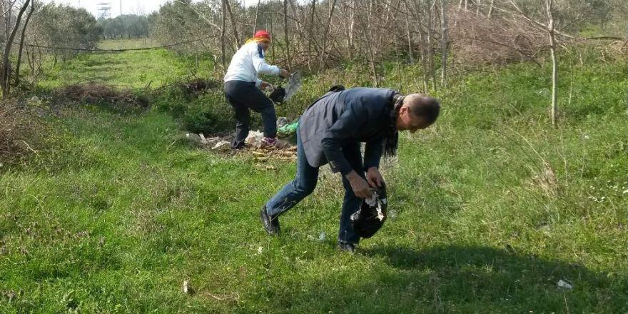 Bursalı iş adamları çevre için 3 konteynır çöp topladı