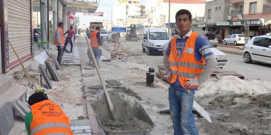 Akçakale'de asfaltlama çalışmaları sürüyor