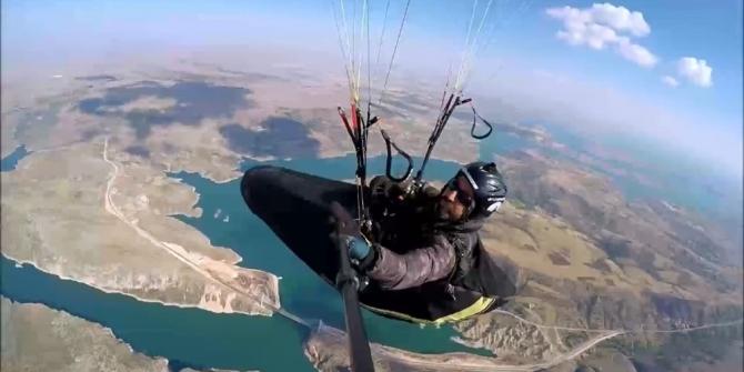 Tut ilçesinden Diyarbakır'a yamaç paraşütü ile uçtu