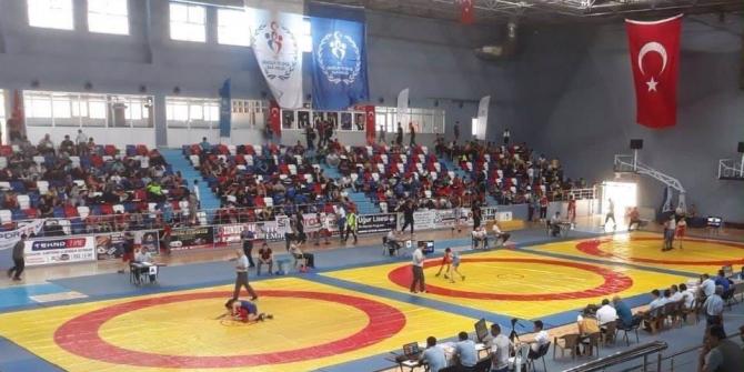 Kırşehirli güreşçiler Türkiye finallerine katılma hakkı kazandı