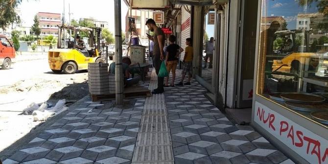 Kahta Belediyesi kaldırımları yeniliyor