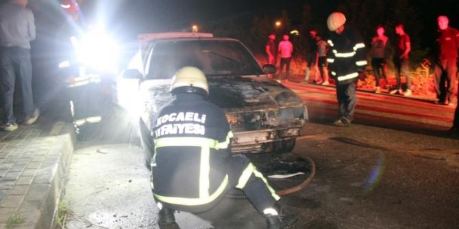 Motor kısmında yangın çıkan otomobil kullanılamaz hale geldi