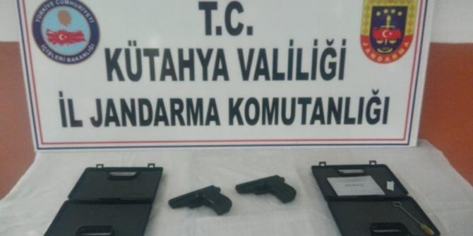 Düğün salonu önünde silahla ateş ettiler