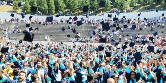 SAÜ İşletme, Turizm ve Hukuk Fakültelerinde mezuniyet coşkusu
