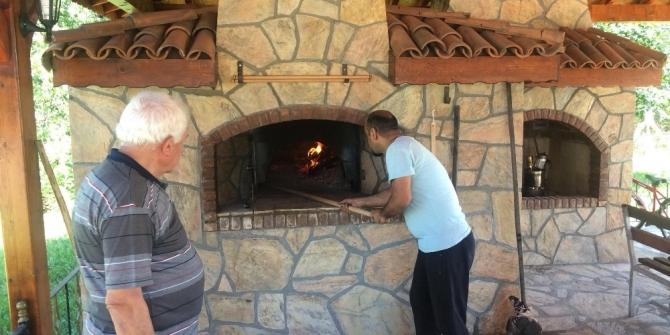 Taş fırında ilk ekmek pişirildi