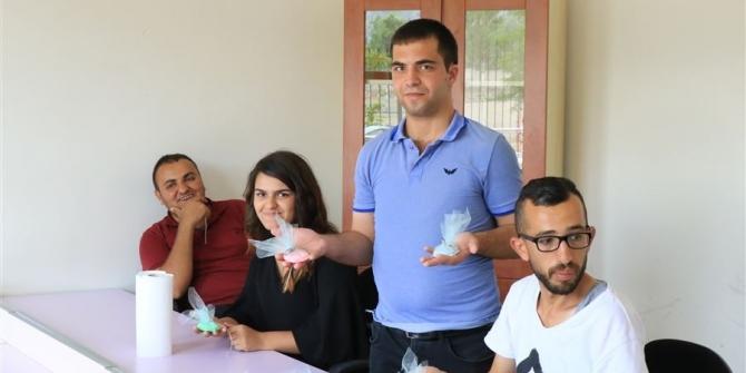 Engelli Bireyler Meyve Kokulu Sabun Üretiyor