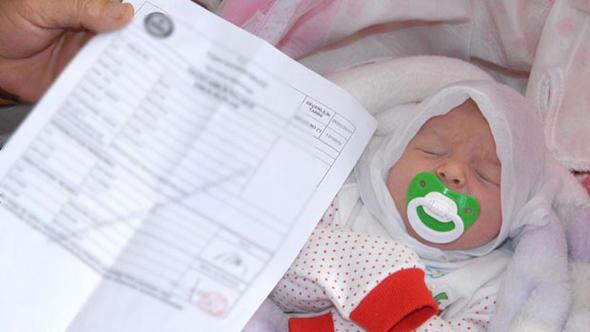Yeni doğan bebeklerin kimlikleri artık eve gelecek