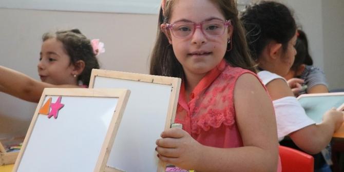 Down sendromlu Selin Naz çocuklara örnek oluyor