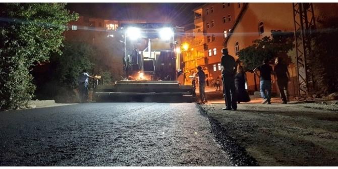 Hakkari'de asfalt çalışması gece de yapılıyor