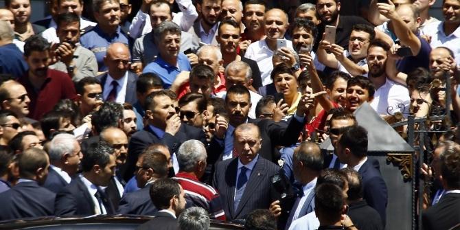 Cumhurbaşkanı Erdoğan'a vatandaşlardan yoğun ilgi