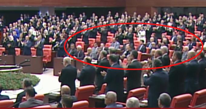 Meclsi'te yemin nasıl dinlenir tartışması