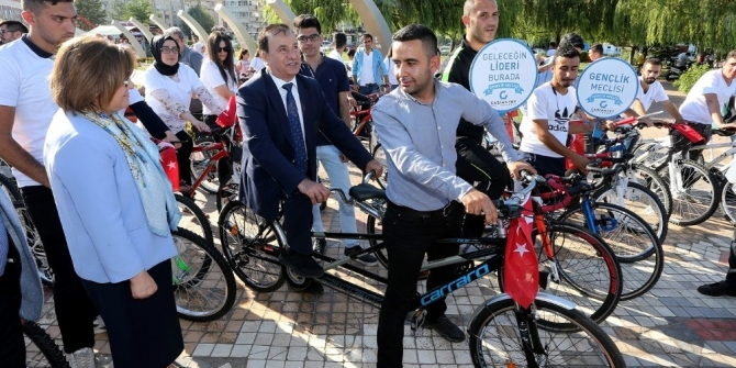 Büyükşehir öğrencilere 300 adet bisiklet dağıttı