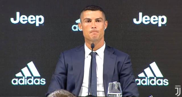 Juventus'a transfer olan Ronaldo ile imzalar atıldı
