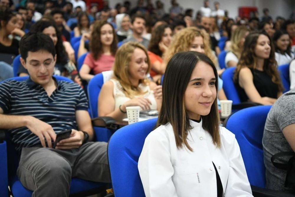 """Ege Üniversitesi Rektörü Necdet Budak: """"Her zaman hastalarınıza karşı sabırlı, müşfik ve ilgili olun"""""""