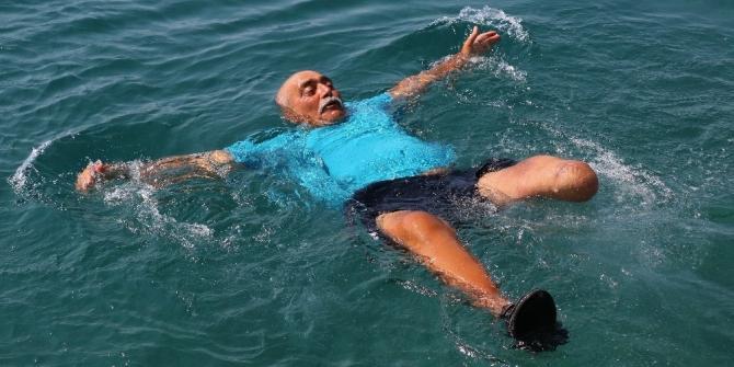 Engelli bireyler denizin tadını çıkarıyor