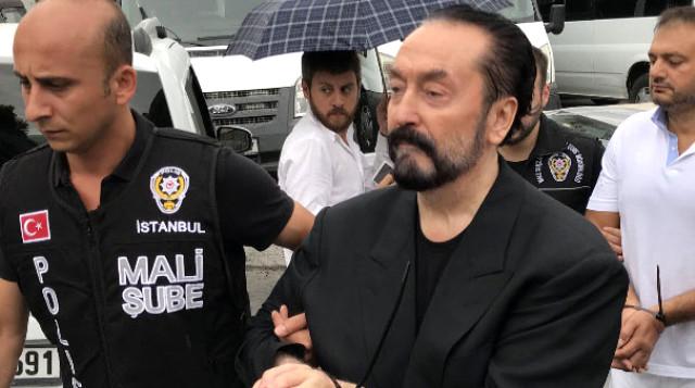 """Adnan Oktar'ın ağabeyi ilk kez konuştu """"Kardeşim Milliyetçi, çağdaş, laik Atatürkçü delikanlı"""""""